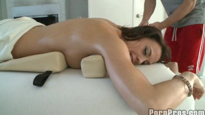 Fondling Sexy Brunette Durring Massage.p2