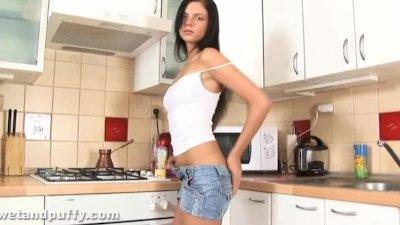 Monika fucking her pussy