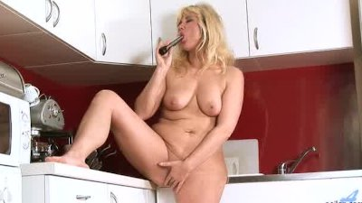 Mature Milf Gets Off Anywhere