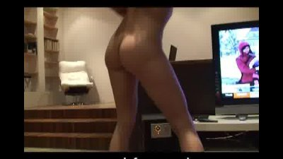 Beautiful Mae shakes her fine ass for me
