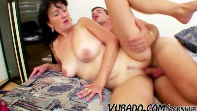 MATURE WOMAN FUCKS WITH YOUNG STUD