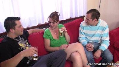 Two guys enjoy fucking hot mom
