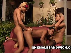 Aline Santos and Mickelly: Hot Three Way Sex With 2 Beautiful Shemales