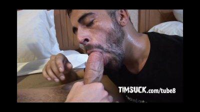 Aaron Xanders offers up his massive cock