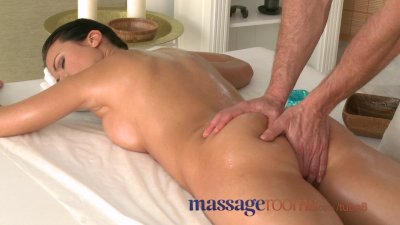 Massage Rooms Athletic goddess enjoys G-spot orgasm before riding big cock