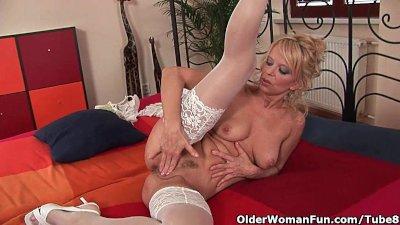 Over 50 milf Merilyn works her mature pussy