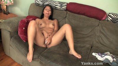 Chubby Amateur Asia Masturbating