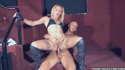 Tranny babe Jenifer gets head before getting fucked