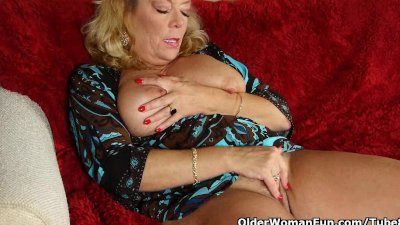 Office granny in pantyhose gives her old pussy a treat