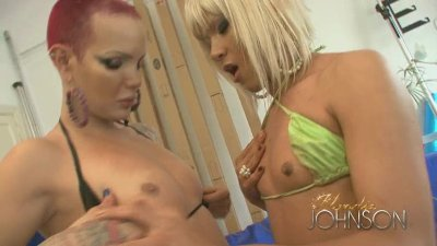 Bald Shemale Blondie Johnson fucks a tranny