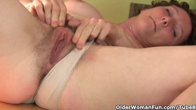Don't tell hubby that I masturbate in the kitchen