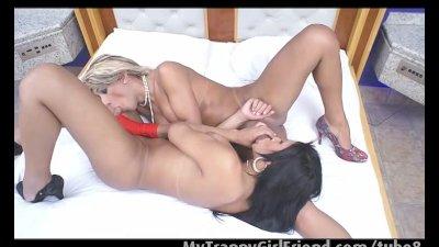 Jessica Ketlen and Gabriela De Carvalho