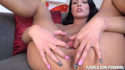 Samantha masturbates with gyno speculum in her cunt