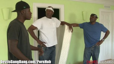 3 Well Hung Black Guys Fucks Teen