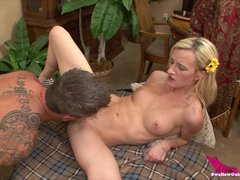 Hungry Blonde Sklyar Green milks penis for protein