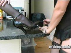 Mis secretarias son hábiles con los pies | Panties