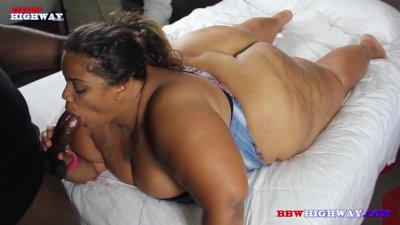 Huge booty ssbbw sucking big b