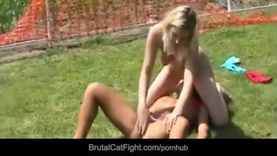 Blonde best friends ends up catfighting like savage felines