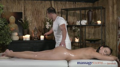 Massage Rooms Young Teen with perfect bum has intense orgasm with older guy