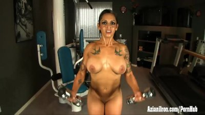 Fit bodybuilder strips and works out naked showing off her ripped body