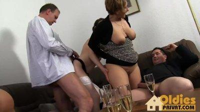Deutsche Stripperin ordentlich gefickt