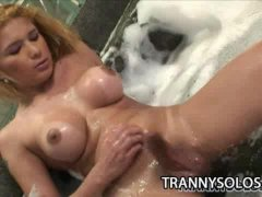 Isadora Venturini: Horny Tranny Hot Bubble Bath Jerking