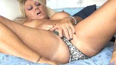 Milf masturbating her pussy