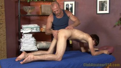 Twink Gets Rimmed and Fingered
