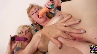 Amatuer milfs kissing licking and dildo fucking