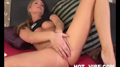 Sandra Sanchez gets cozy with her Vibrator 2
