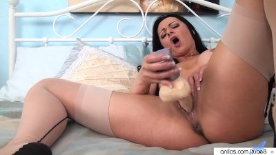 Amateur cougar creamy pussy