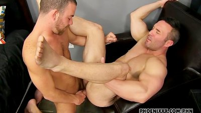 Muscle Top Brock Landon Gets Fucked By Uncut Parker Perry