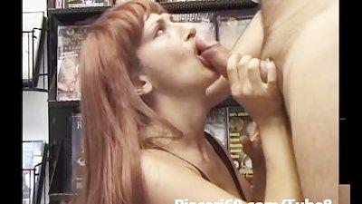 Matura italiana fa Pompino al sexy shop Italian mature does blowjobs