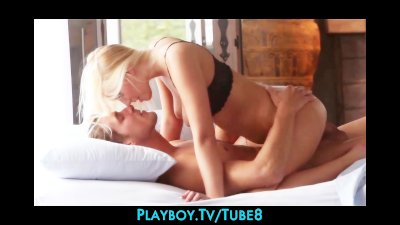 Big booty blonde model rides her boyfriend to orgasm