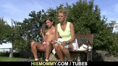 He found his GF toying his old moms pussy