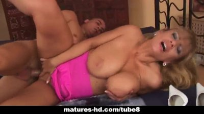 Chubby mature blonde delivers great titjob