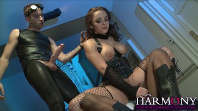 Liza del Sierra gets her kicks in a huge cock threesome