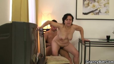 Granny tourist jumps on cock