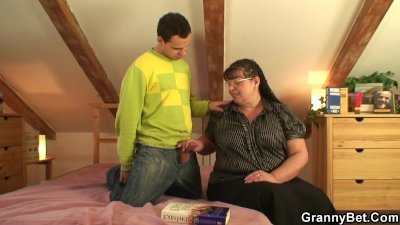 Nerdy granny is picked up and fucked