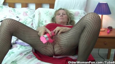 Granny with big tits wears pan