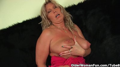 Chunky mature mom with big tit