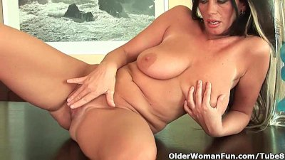 Busty Cougar Dildo video: Mature mom with big tits and creamy pussy