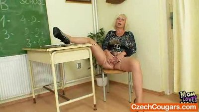 Cougar teacher loves to mastur