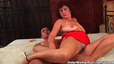 Busty Cumshot Facial video: Grandma with big tits and hairy pussy gets facial