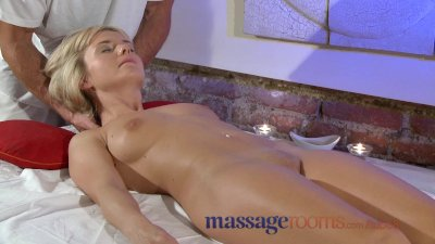 Massage Rooms Petite blonde te
