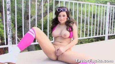Roller Girl Taylor Vixen