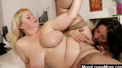 Amateur-mom loves housewife pl