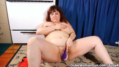 Chubby mom in pantyhose rubs p
