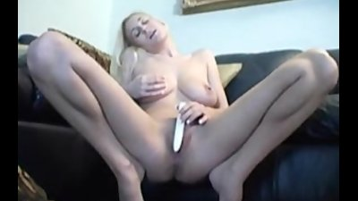 Busty amateur Autumn masturbates her pussy on couch