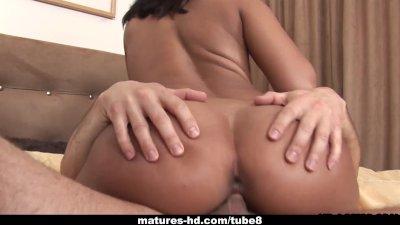 Mature ebony slut takes in a fat cock